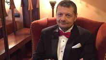 Радикал Мосійчук показав перше весільне фото