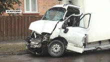 Смертельное ДТП в Житомире: из-за грузовика автобус едва не снес жилой дом