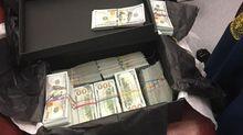 Італійка намагалась вивезти з України 1 мільйон доларів готівкою