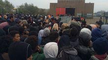 """Нет """"джунглям"""" в Европе: во Франции хотят снести лагерь для мигрантов"""