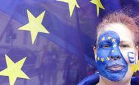 Европарламент готов дать Украине безвиз, а Кабмин обещает еще большие зарплаты – главное за сутк