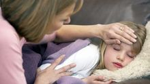 Как не заразиться, если в доме есть больной: советы доктора Комаровского