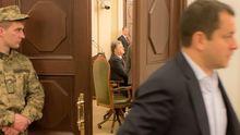 Порошенко собирает фракцию: на заседание едет с передовой