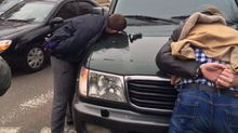 Бойцы с коррупцией и полицейский погорели на взятке в Одессе
