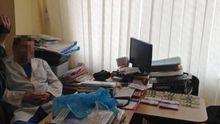 В Харькове хирург требовал от пациента огромную взятку