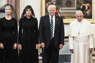 Выражение лица Папы во время встречи с Трампом стало новым интернет-мемом