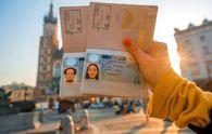 Будут ли действовать визы после введения безвиза: разъяснение от МИД