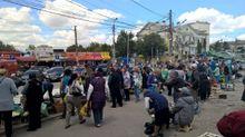 Как выглядит стихийная торговля в Симферополе после сноса официального рынка оккупантами: фото