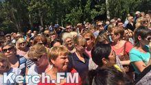 Протест в окупованому Криму: люди вимагають виплатити зарплати