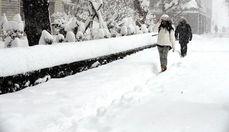 Из-за сильных снегопадов японцам не советуют выходить из дома