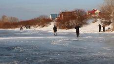 Полсотни рыбаков-экстремалов спасли со льдины на Днепре