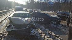 В Киеве из-за снега произошла массовая авария: опубликовали фото