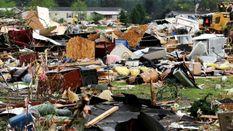Смертельные торнадо бушуют в США: жуткие фото стихии
