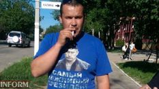 Боец АТО заставил мужчину снять футболку с портретом Путина: фотофакт