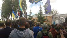 Националисты пикетируют имение Порошенко: фоторепортаж