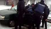Неадекватный экс-милиционер покусал полицейского в Черновцах