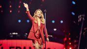 Новоиспеченная народная артистка Кароль засветилась в кругу российских певцов