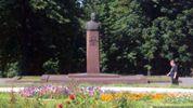 """Довкола """"врятовоного"""" пам'ятника Брєжнєву розгорівся новий скандал"""