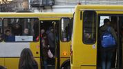 Во Львове беременна выпала из маршрутки: женщина в больнице