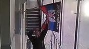 "Мужчина сорвал флаг ""ДНР"" в оккупированном Донецке: красноречивое видео"