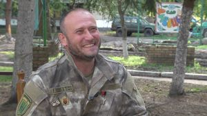 Интервью с Ярошем о возможном расколе Украины, войне и Порошенко