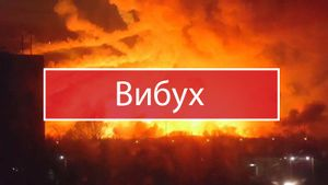 На крупнейшем украинском складе боеприпасов произошел взрыв: жители покидают город