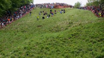 Смельчаки со всего мира приняли участие в безумных гонках в Великобритании