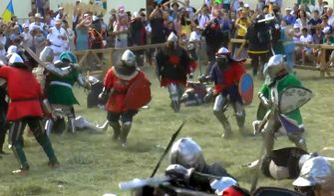 Жестокие бои и настоящие рыцари: средневековый праздник проходит на Сумщине