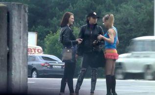 Как газеты помогают девушкам стать проститутками