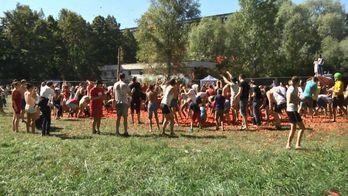 Большая томатная битва произошла в Киеве
