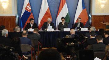 Лідери Вишеградської четвірки закликали Євросоюз до єдності