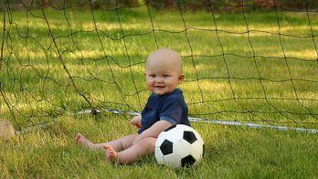 Футбольный клуб хочет подписать контракт с малышом