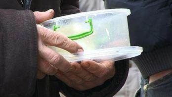 Херсонская семья спасает от голодной смерти десятки бездомных