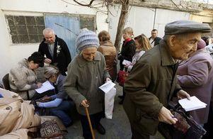 """Жители """"ЛДНР"""" гоняются за украинской пенсией: дадут деньги или нет"""