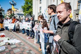 Под Верховной Радой состоялись сразу два протеста: активисты озвучили требования