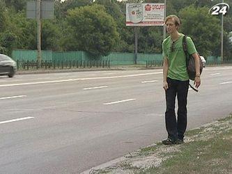 Подорожі автостопом стають популярними серед українців