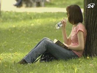 Медики:під час спеки потрібно вживати якомога більше води