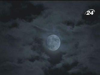 Місяць: Від народження до освоєння