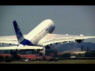Як створюють крила для найбільшого літака у світі (Відео)