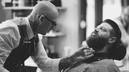 Барбер-культура: звідки взялася мода на чоловічі зачіски та брутальні бороди