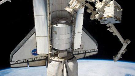 Странноватый робот на МКС научился показывать собой смайлы