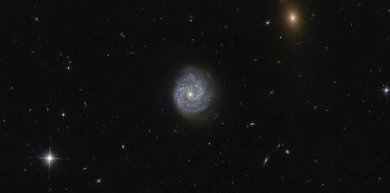 NASA показало снимок уникальной спиральной галактики