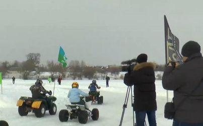 Жители Сумщины устроили ралли прямо посреди замерзшего озера