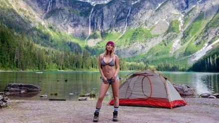 Как пышногрудая модель Playboy ведет свой тревел-блог (18+)