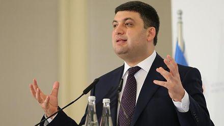 Гройсман пообіцяв виділити серйозні гроші на українські дороги