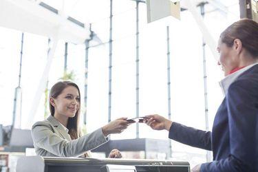 Авіакомпанії збиратимуть паспортні дані пасажирів задовго до перельоту