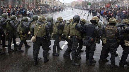 З'явилися нові подробиці масового затримання активістів у Білорусі: відео