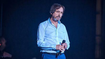 Відомого російського співака госпіталізували у важкому стані