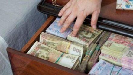 Звідки отримують фінансування українські політичні партії