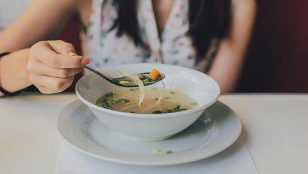4 правила, як врятувати свій шлунок від надмірного переїдання
